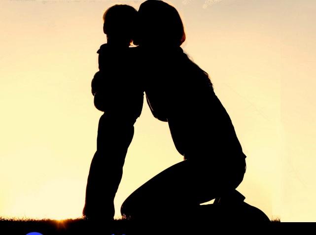 Description:   Dù bé có mạnh mẽ đến mấy, mẹ cũng cần gần gũi con thật nhiều