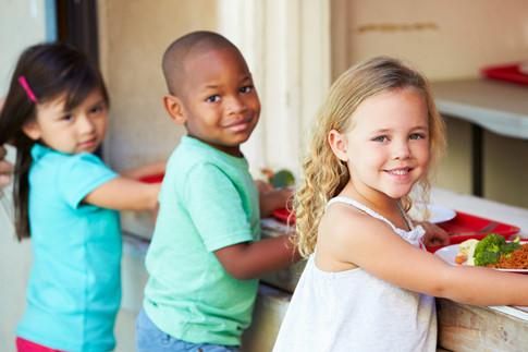 Trẻ nhỏ đi mẫu giáo sớm lanh lợi hơn ở nhà với mẹ